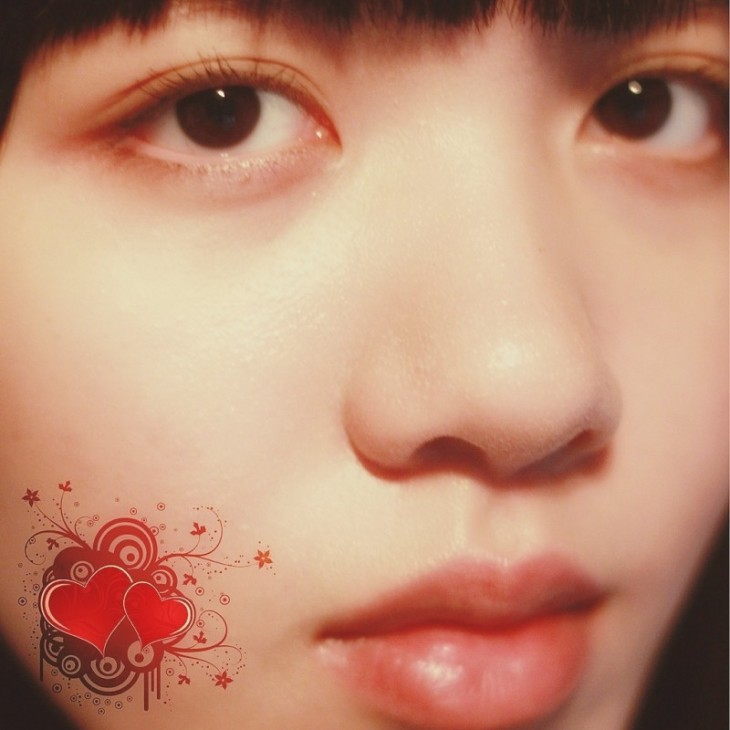 The make-up had faded a lot when I took this photo, but well, it's good enough for a memory shot (I didn't even have lipstick on, or anything for the lips for that matter). Oh, and the hearts are there just for the sake of being there. I think it's pretty.
